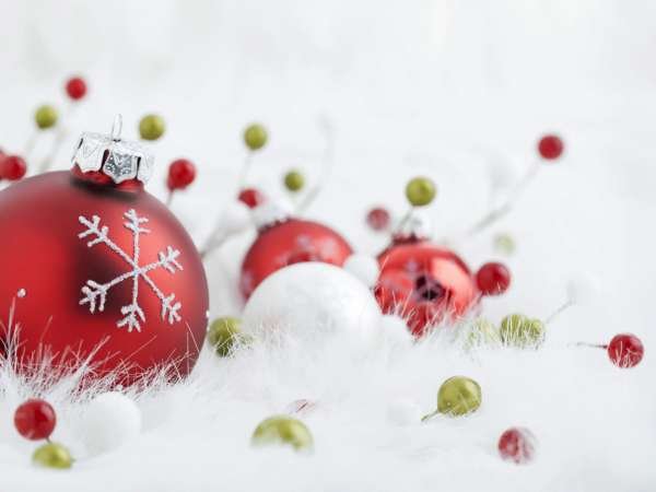 40-Christmas-wallpapers-free-red-christmas-ball-wallpaper-600