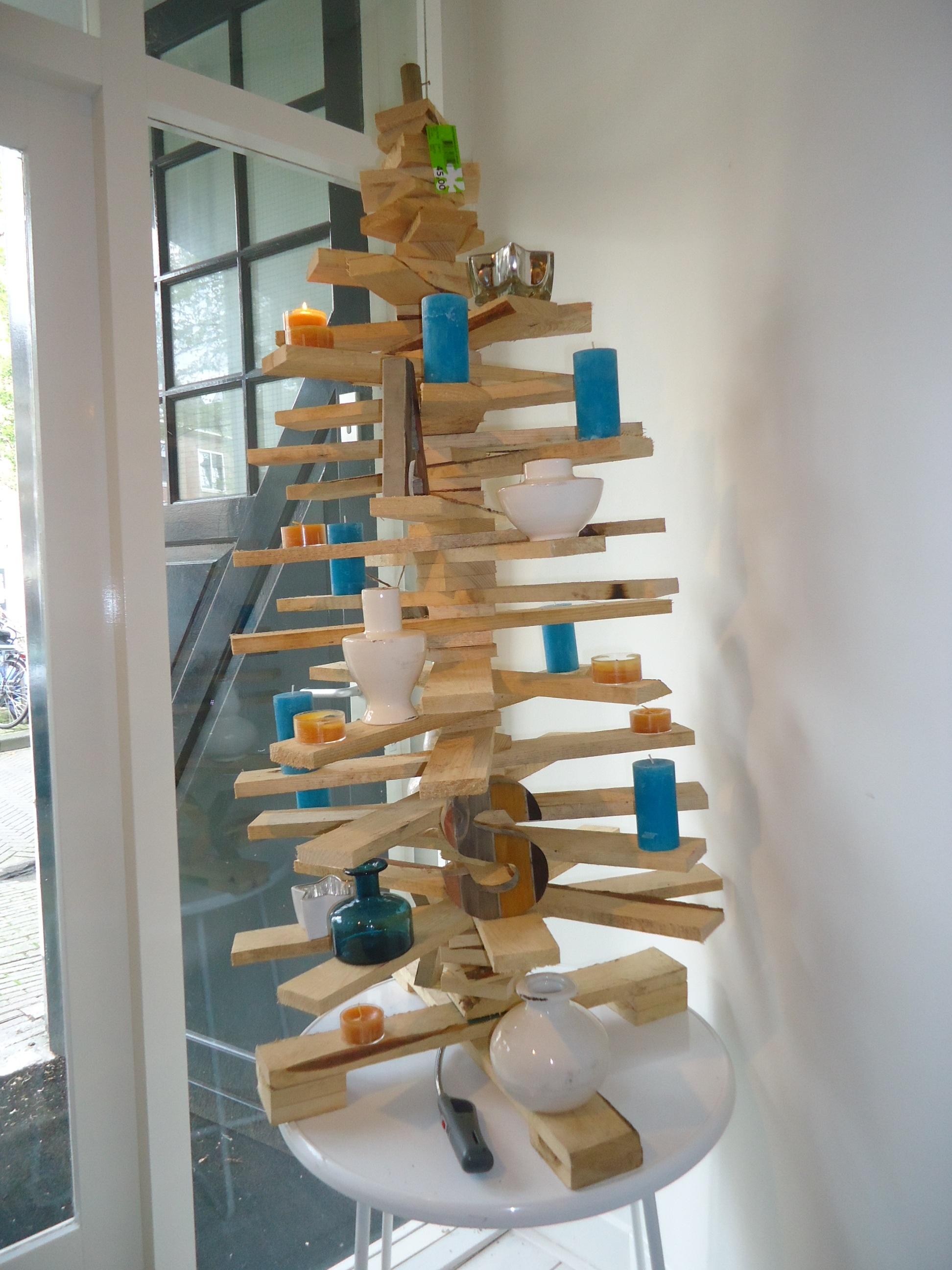 Alternatieve kerstboom versieren tips ideetjes winactie - Een houten boom maken ...