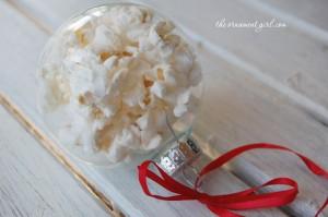 glazen kerstbal popcorn