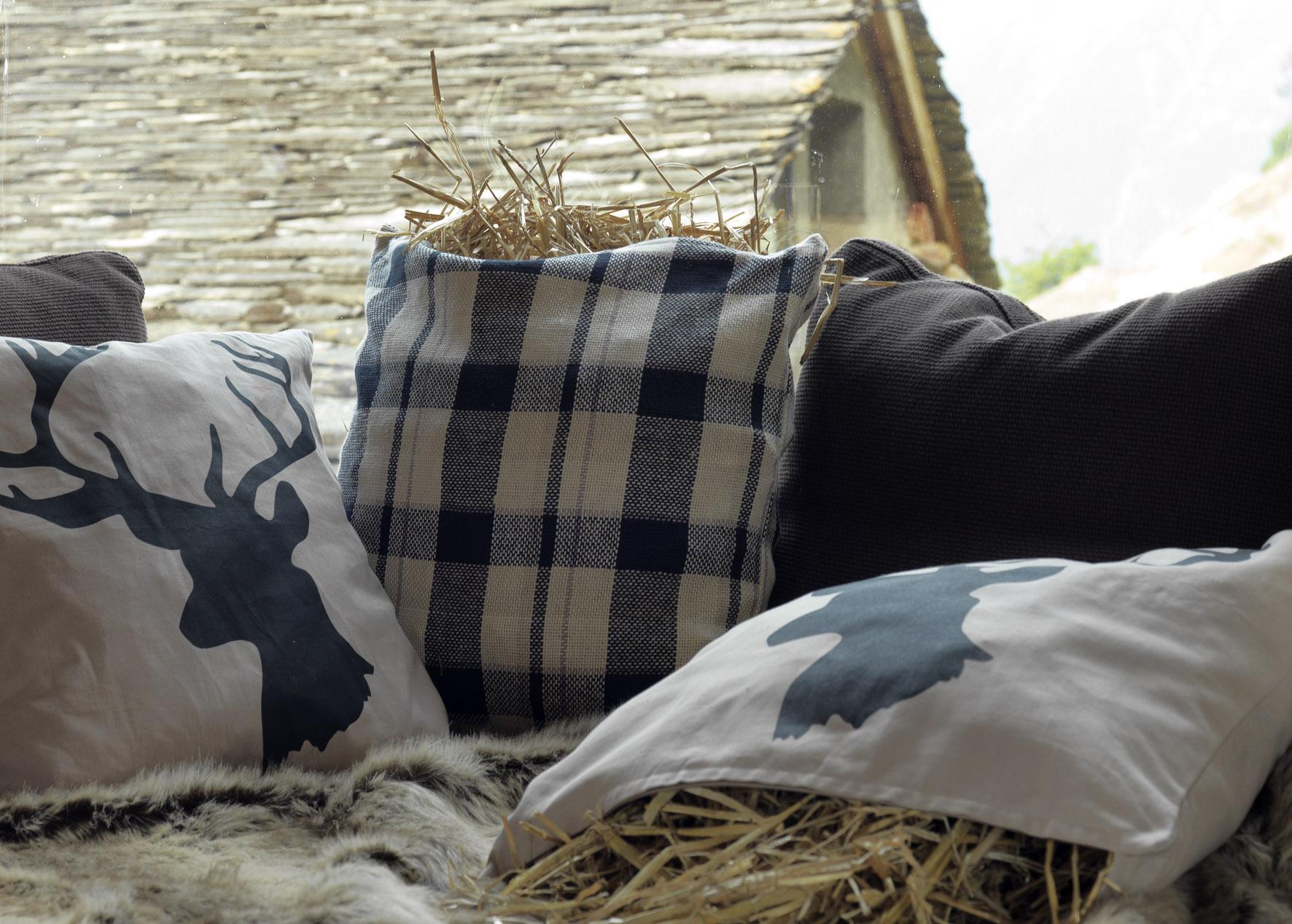 winter bij ikea rendieren kussens plaids. Black Bedroom Furniture Sets. Home Design Ideas