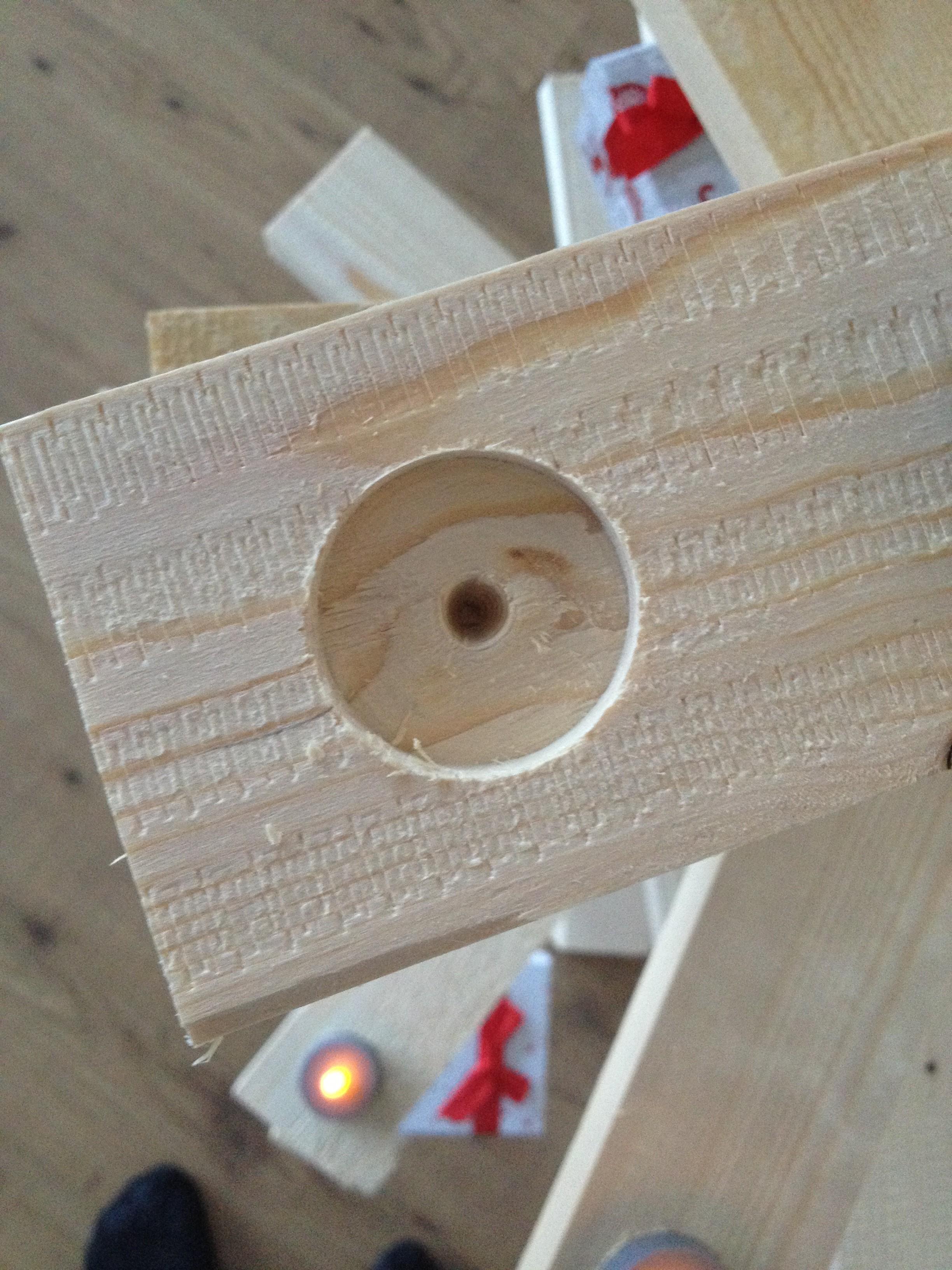 Houten kerstboom maken zo maak je draaiende boom werkbeschrijving foto 39 s - Hoe een boom te verlichten ...