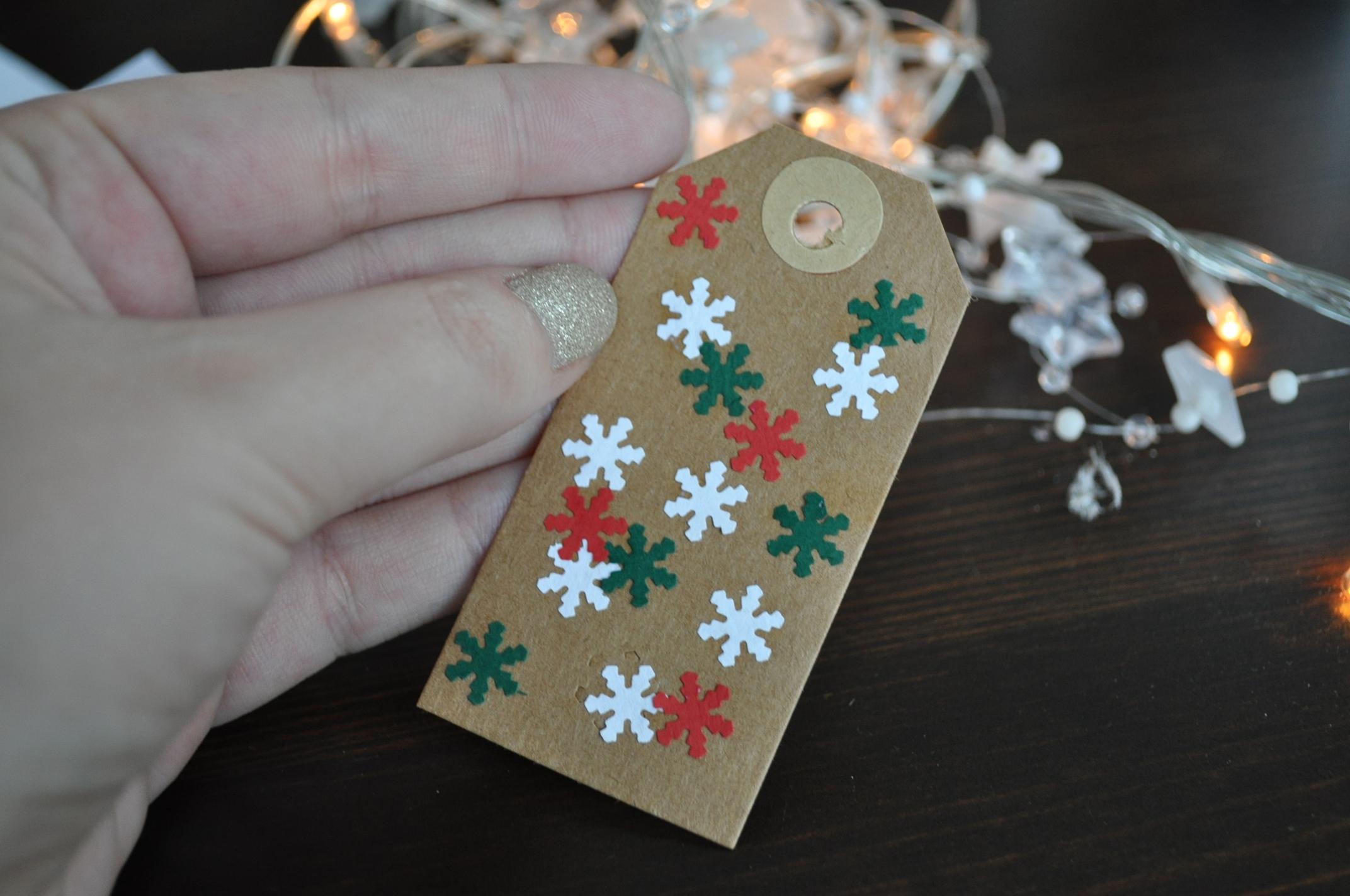 Kerstcadeaus Inpakken Met Bruin Papier Doorzichtige Folie