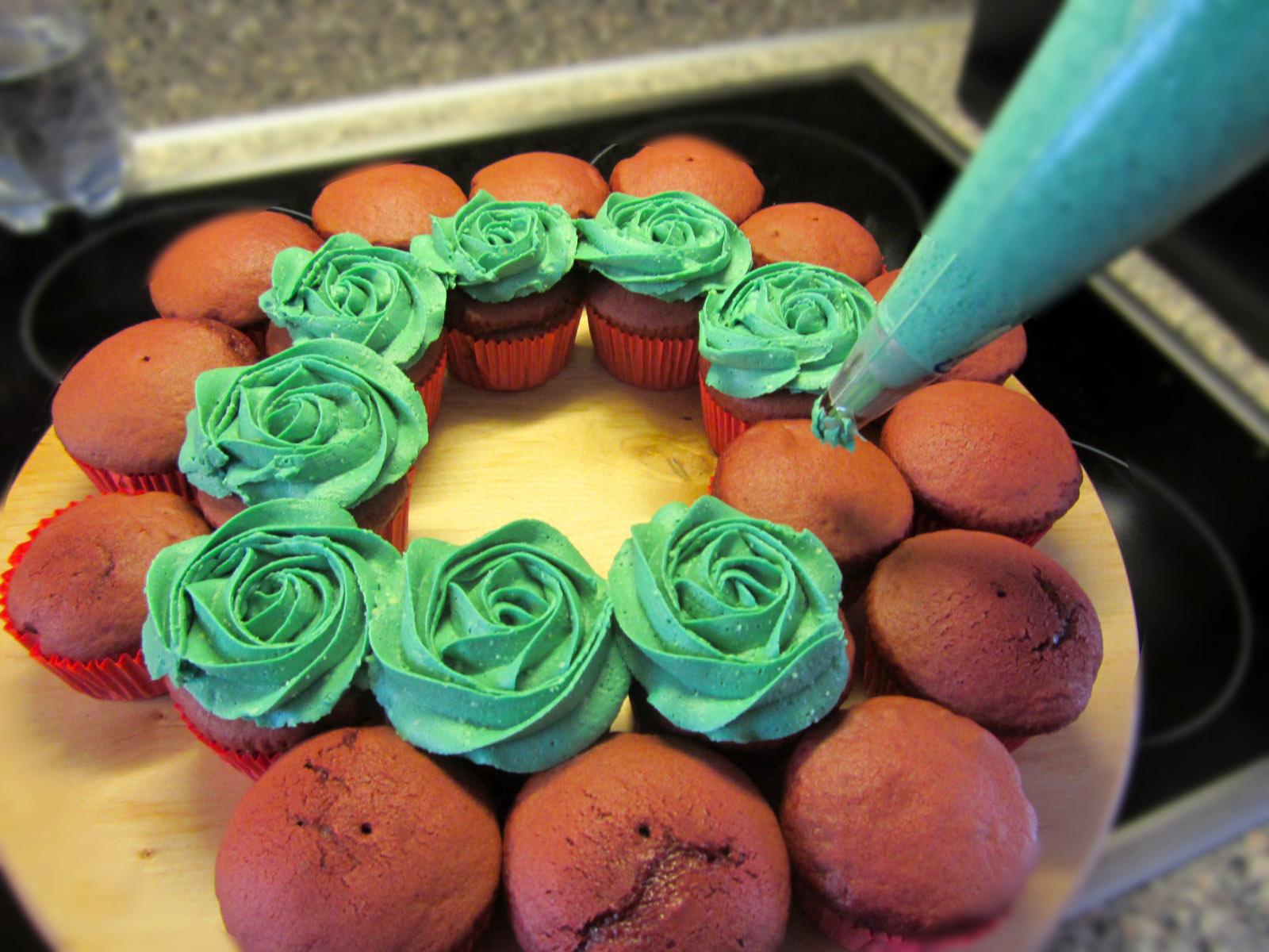Sierlijke kerstkrans van cupcakes recept how to - Hoe je een tiener van kamer te versieren ...