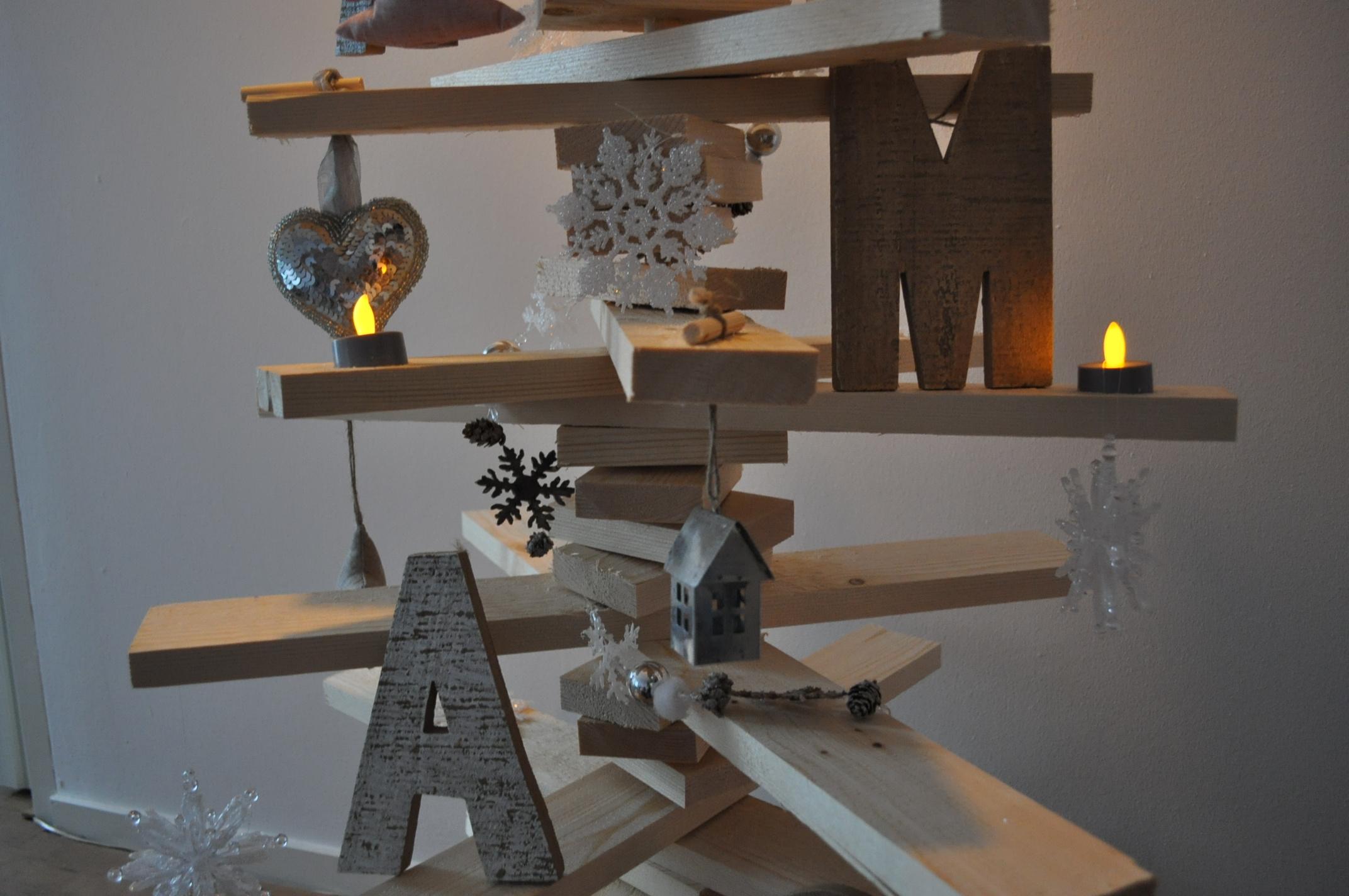 Houten kerstboom maken zo maak je draaiende boom werkbeschrijving foto 39 s - Een houten boom maken ...