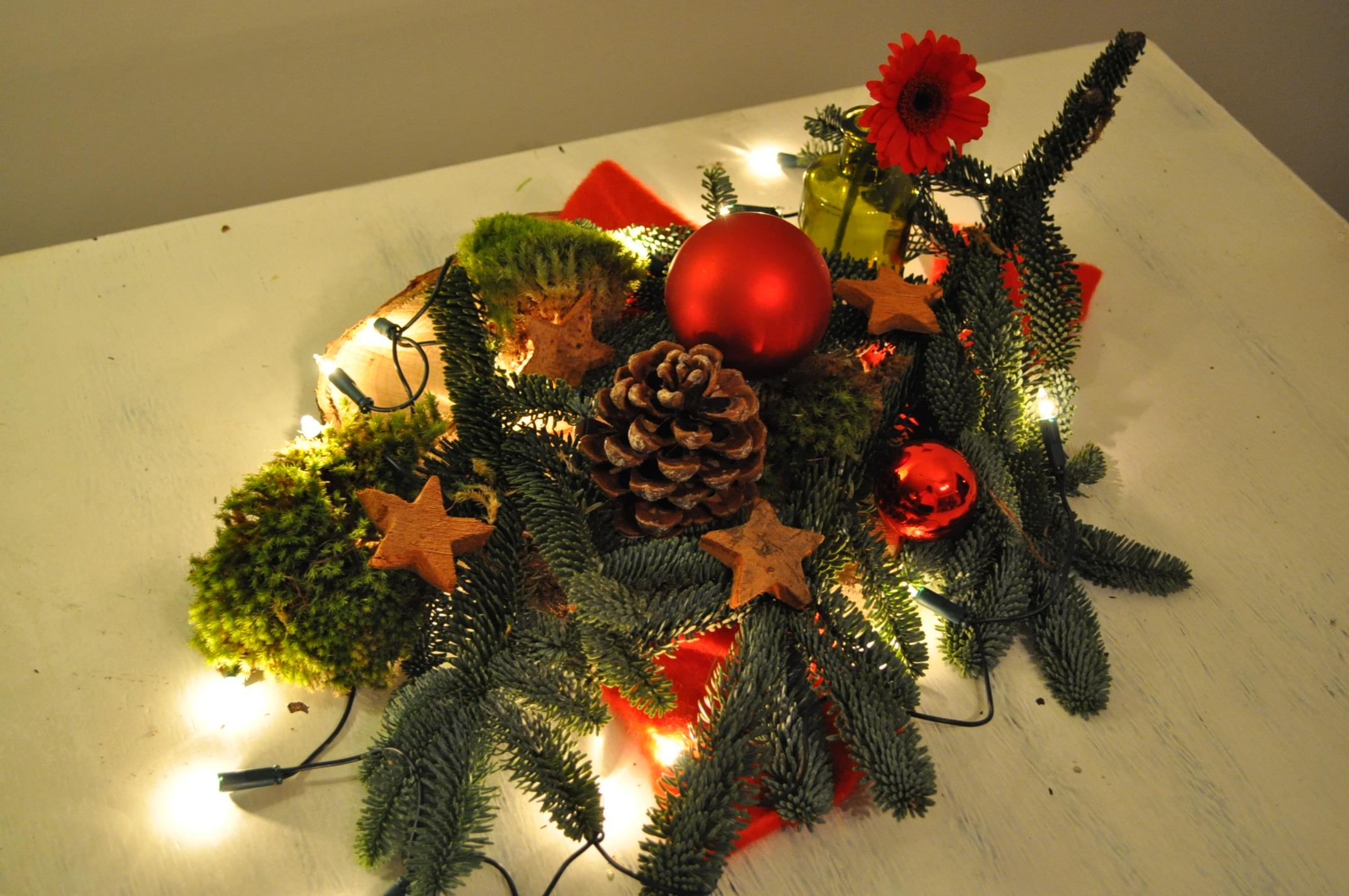 Kerststukje maken op tafel   Christmaholic nl