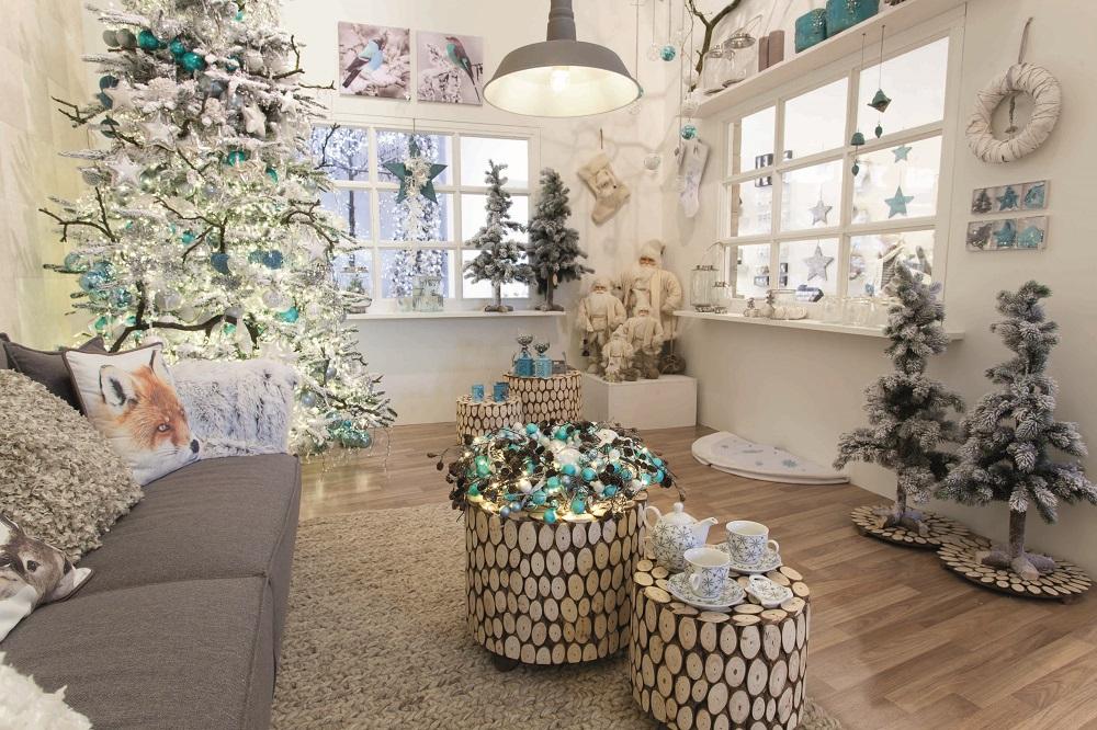 kersttrend sneeuwwit met ijsblauw of turquoise
