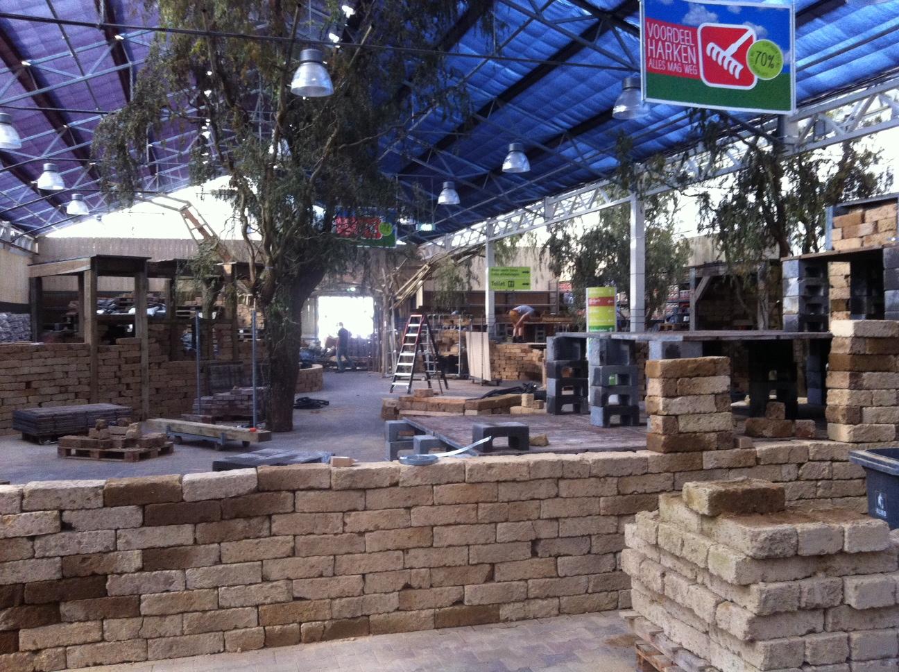 De kerstshows in de tuincentra worden alweer opgebouwd for Intratuin duiven