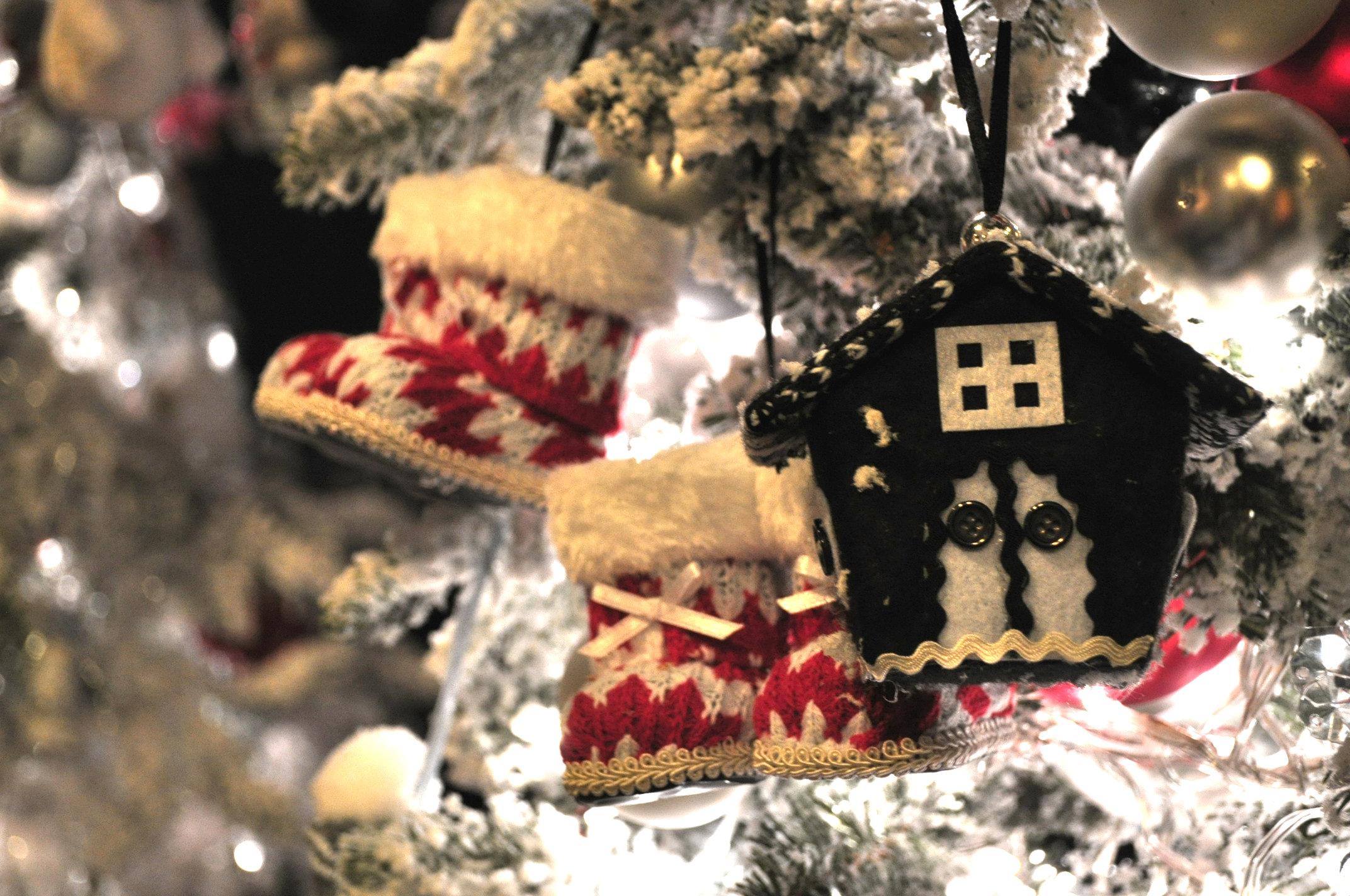 Kerstdecoraties Met Rood : Kersttrends 2014: zwart rood & wit