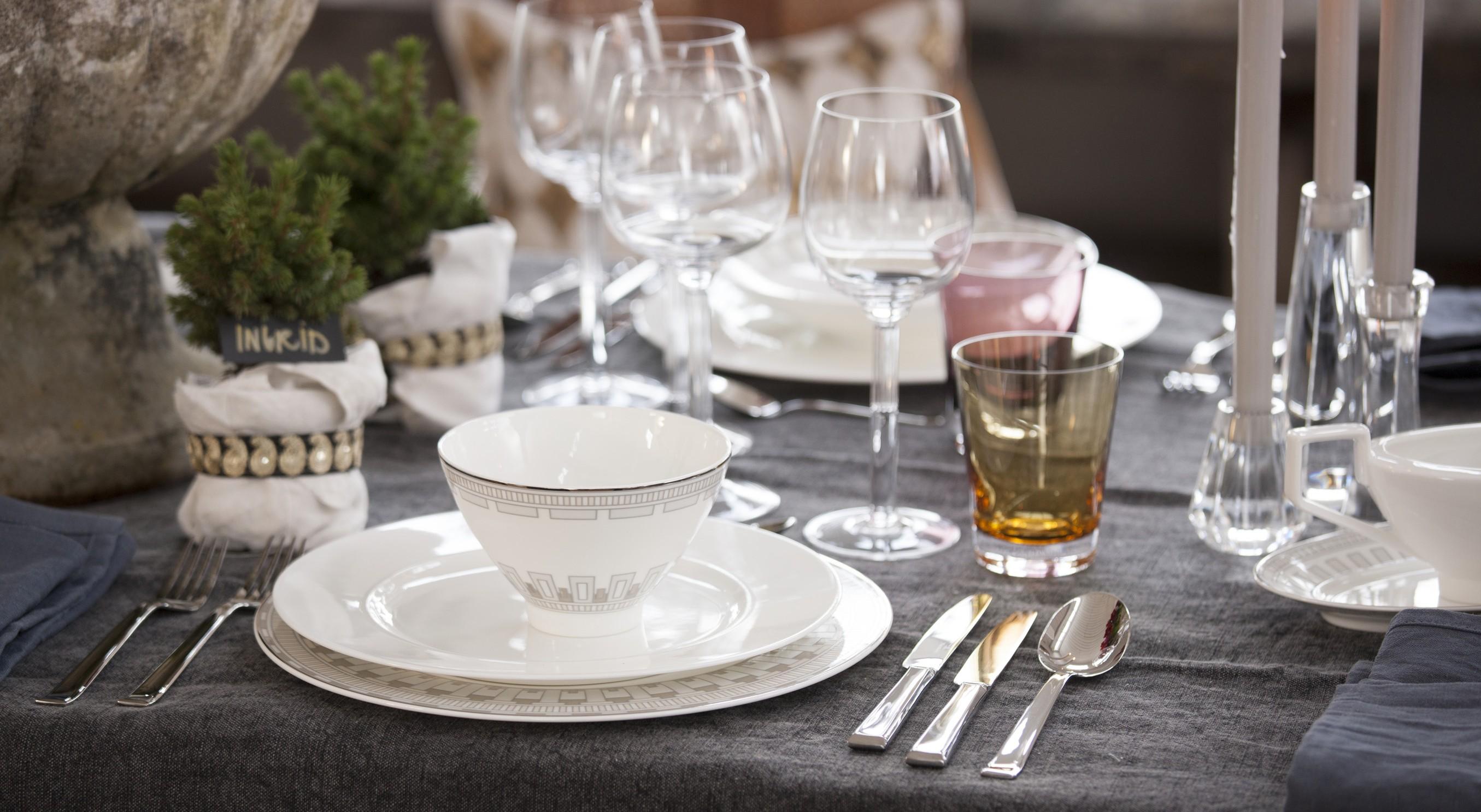 Kersttafel dekken  prachtige voorbeelden van feestelijke tafels