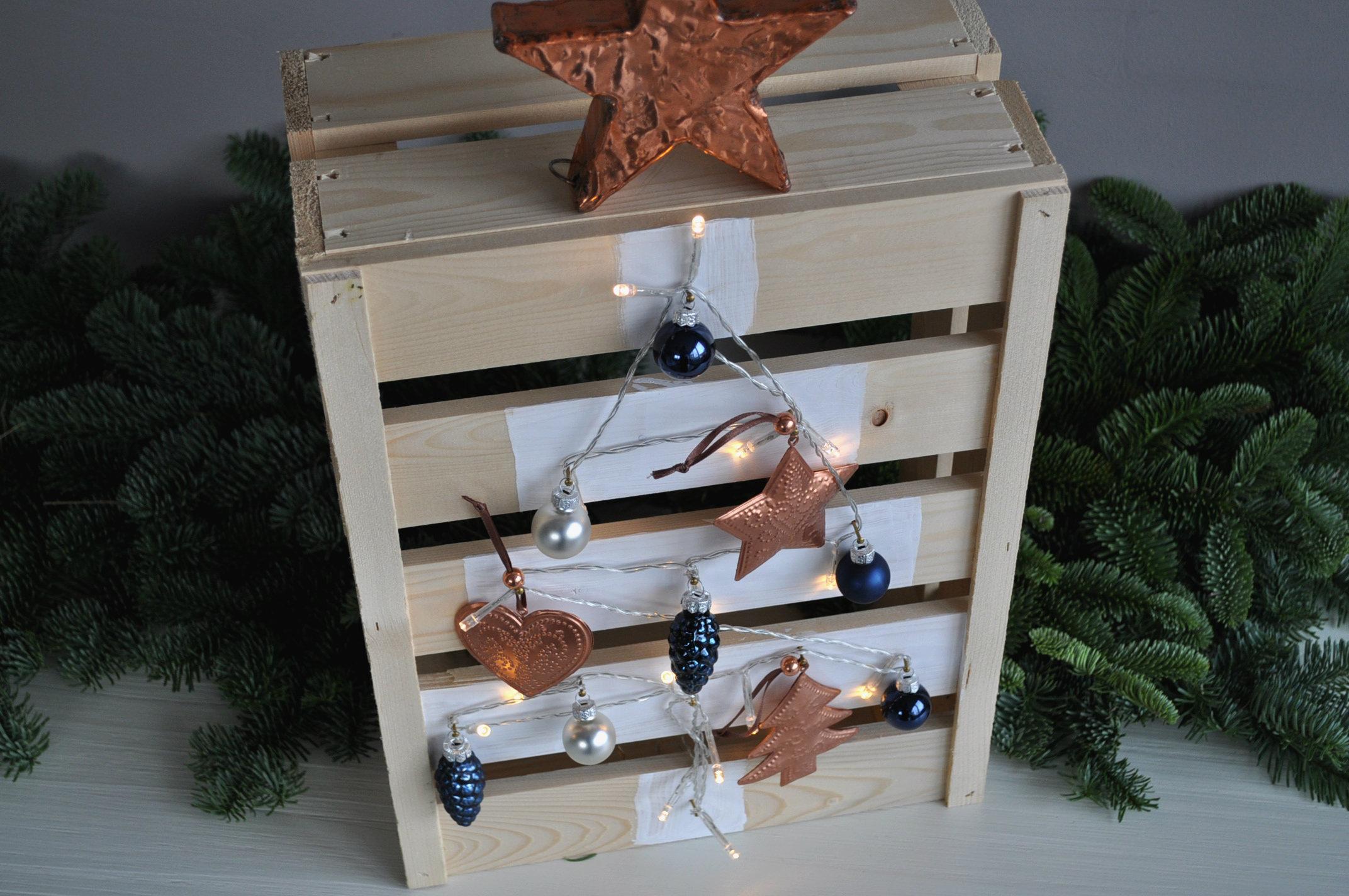Houten kerstboom maken van een fruitkistje   Christmaholic nl