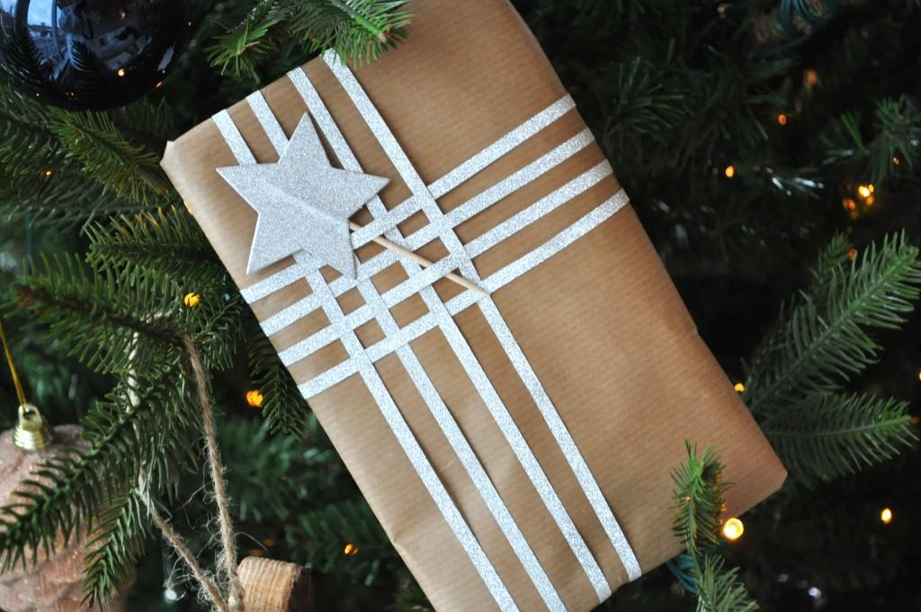 kerstcadeautje met lint