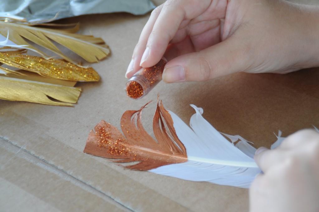 Glitter feathers DIY