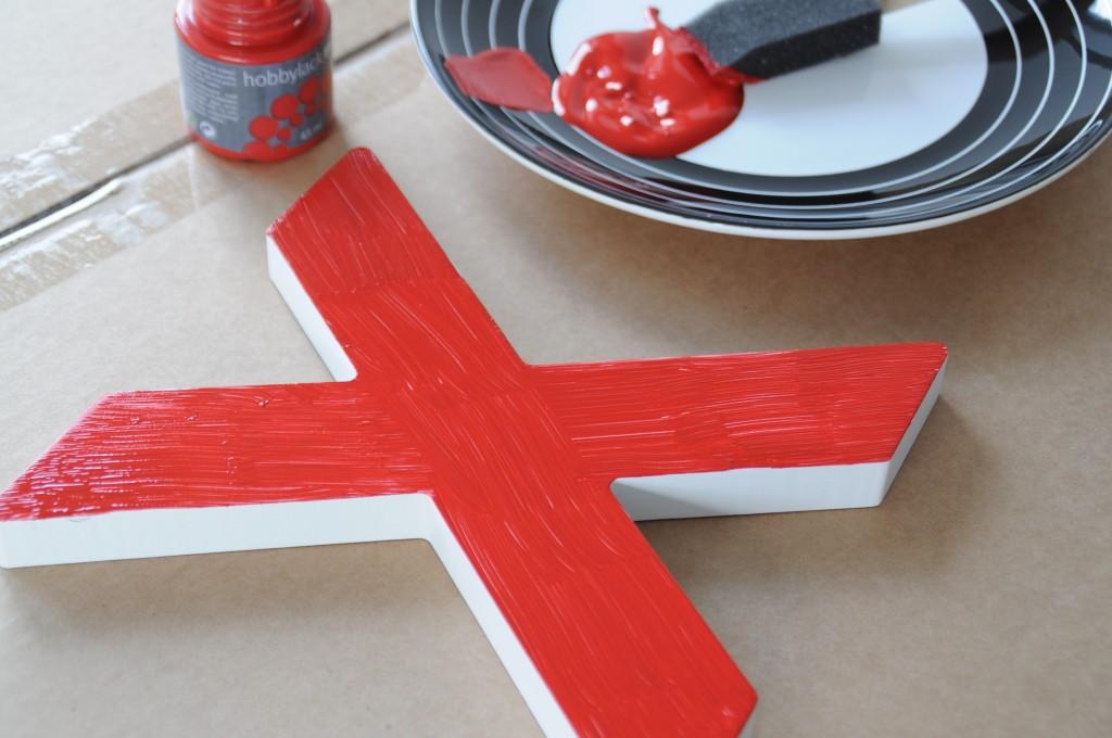 Kerst diy houten 39 candy cane 39 letters maken - Maken rode verf ...