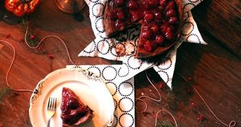 Chocolade truffeltaart met kersensaus