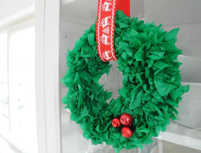 kerstkrans maken tissue paper diy vloeipapier kerst knutselen