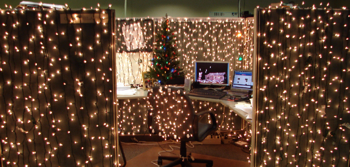 Kerstsfeer op kantoor of de werkvloer zo regel je dat - Versieren kantoor ...