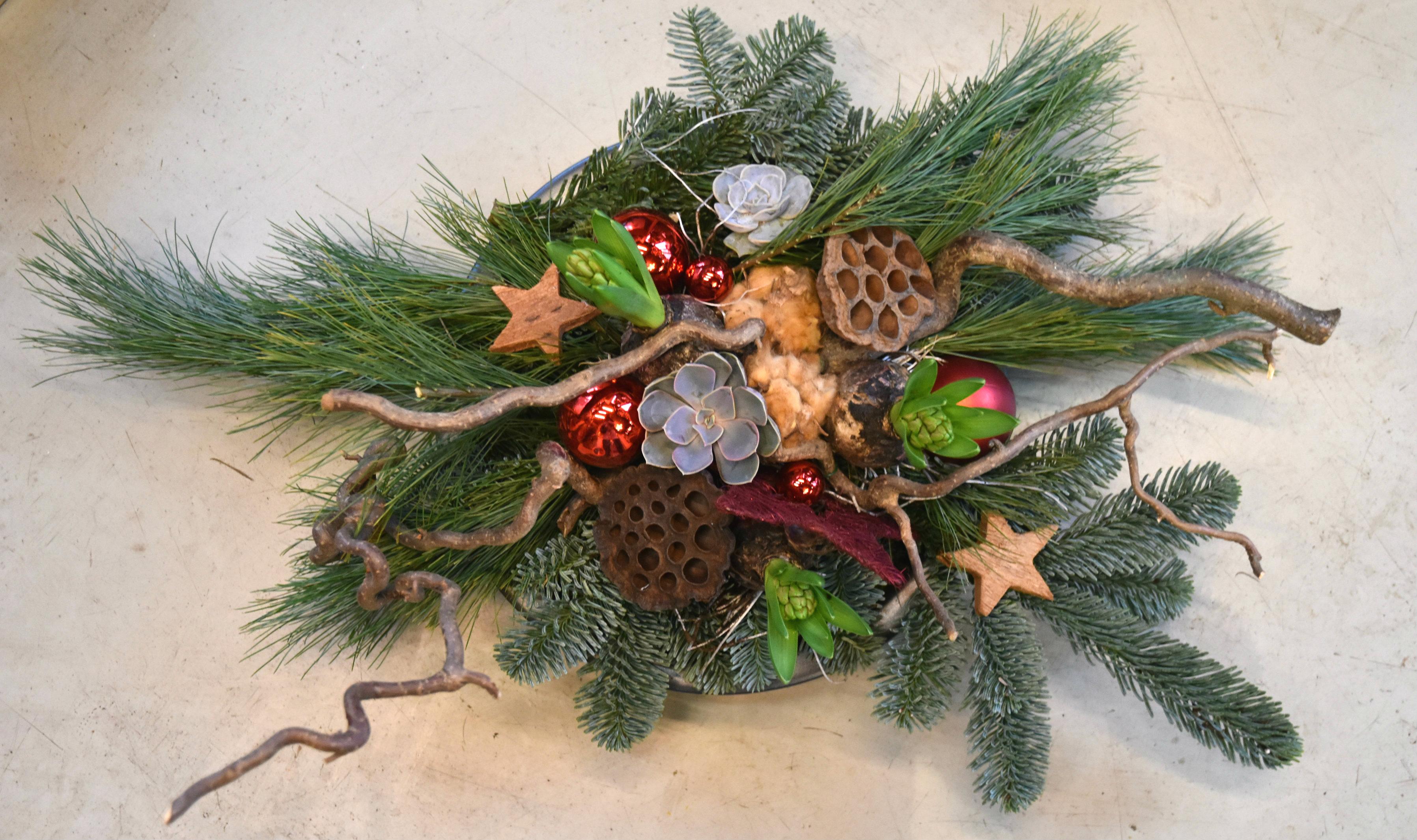 Traditioneel kerststuk maken met lekker veel groen for Decoratie stuk om te leven