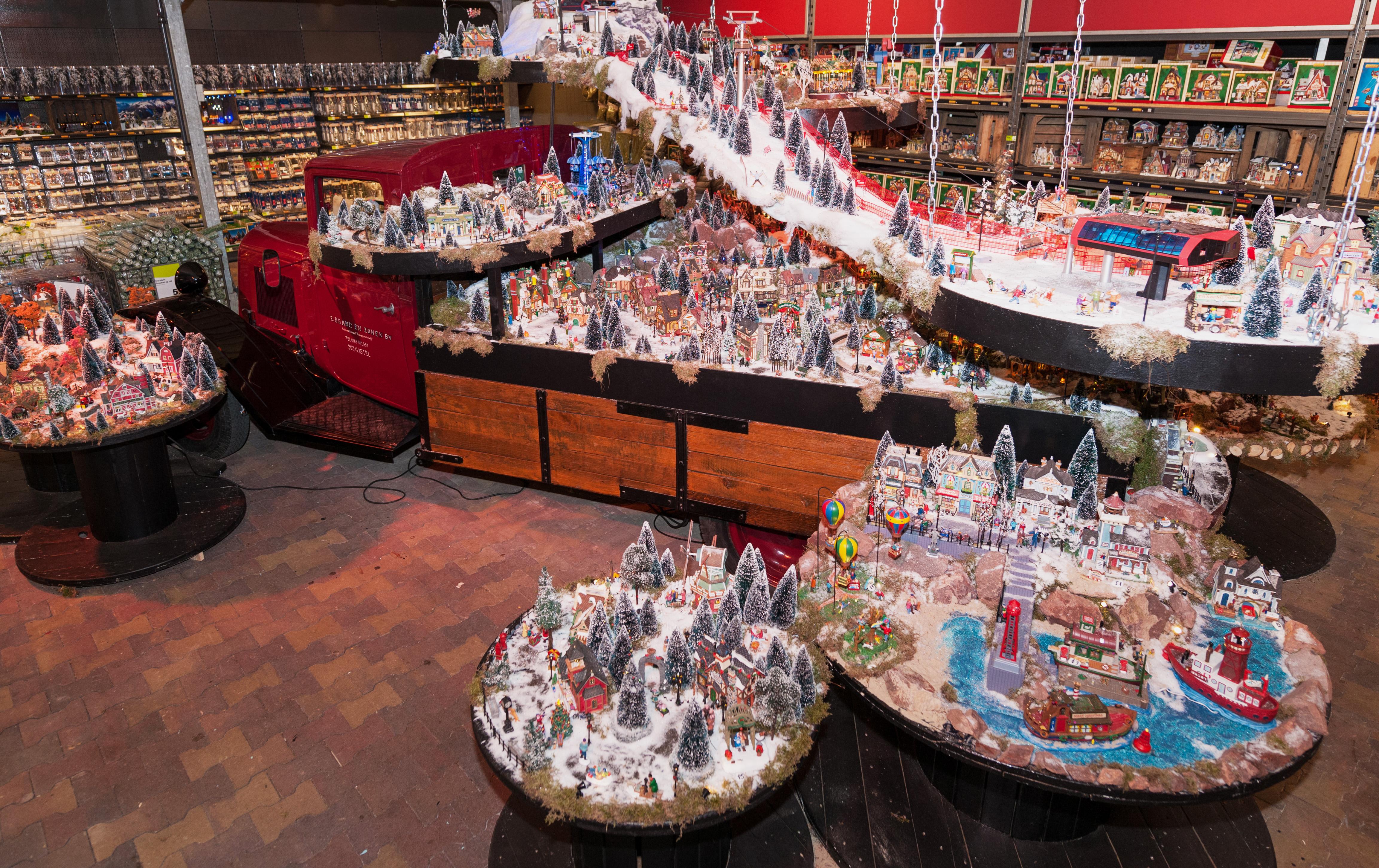 Kerstshoppen bij de grootste intratuin van nederland is for Intratuin openingstijden