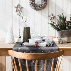 een feestelijke kersttafel met zilver grijs. Black Bedroom Furniture Sets. Home Design Ideas