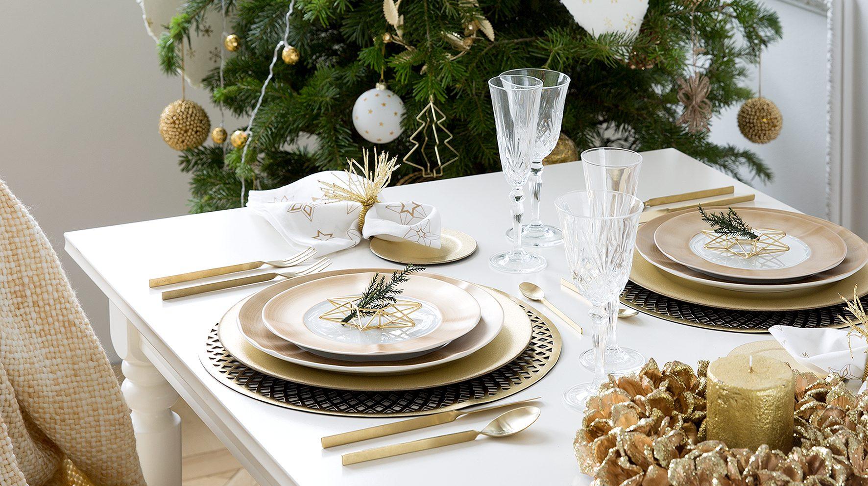 Kerst Tafel Decoratie : Kerst tafel dekken met veel goud! christmaholic.nl