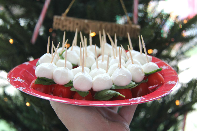 caprese-op-een-stokje-kersthapjes