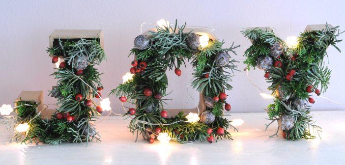 Feestelijke 3D kerstletters met kerstgroen