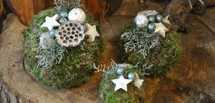Kerststukje maken: bollen van mos