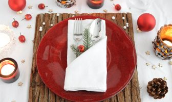 servetten vouwen voor het kerstdiner