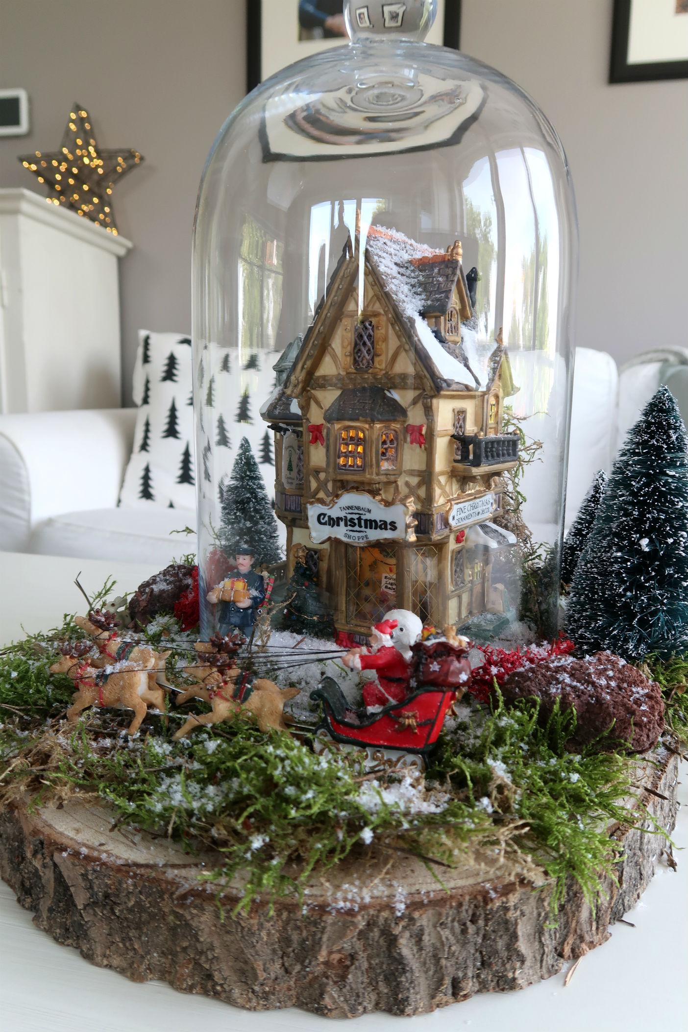 Klein kerstdorp maken onder een stolp for Boomschijven decoratie