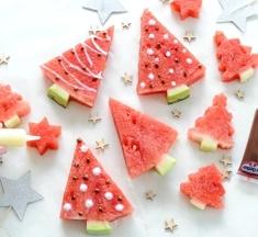 Kerstboompjes van watermeloen maken