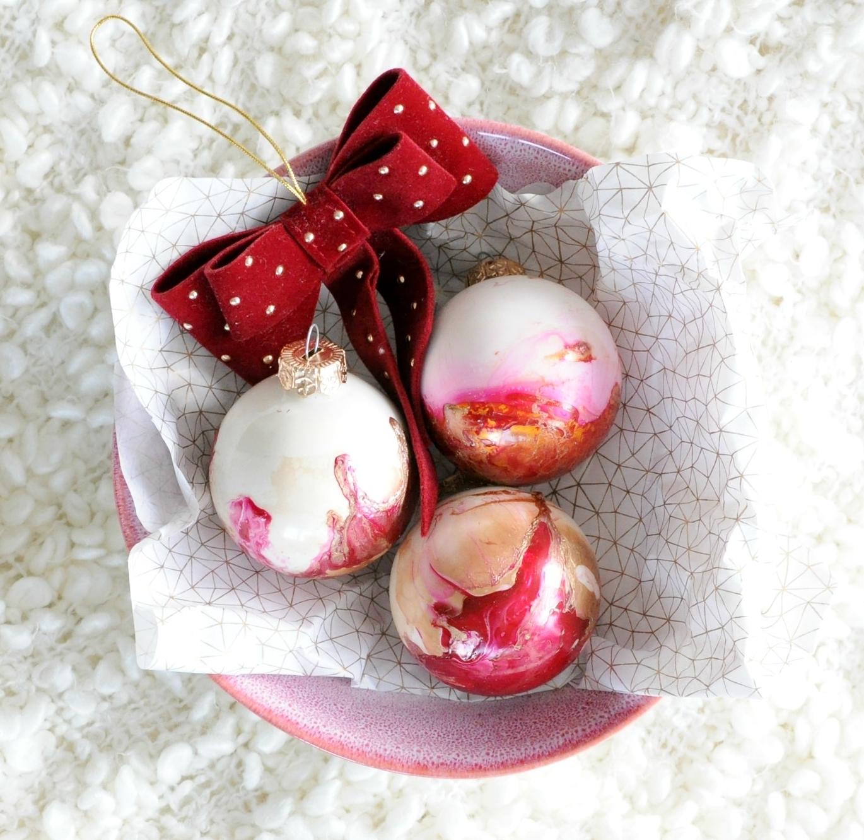 marble kerstballen maken met nagellak