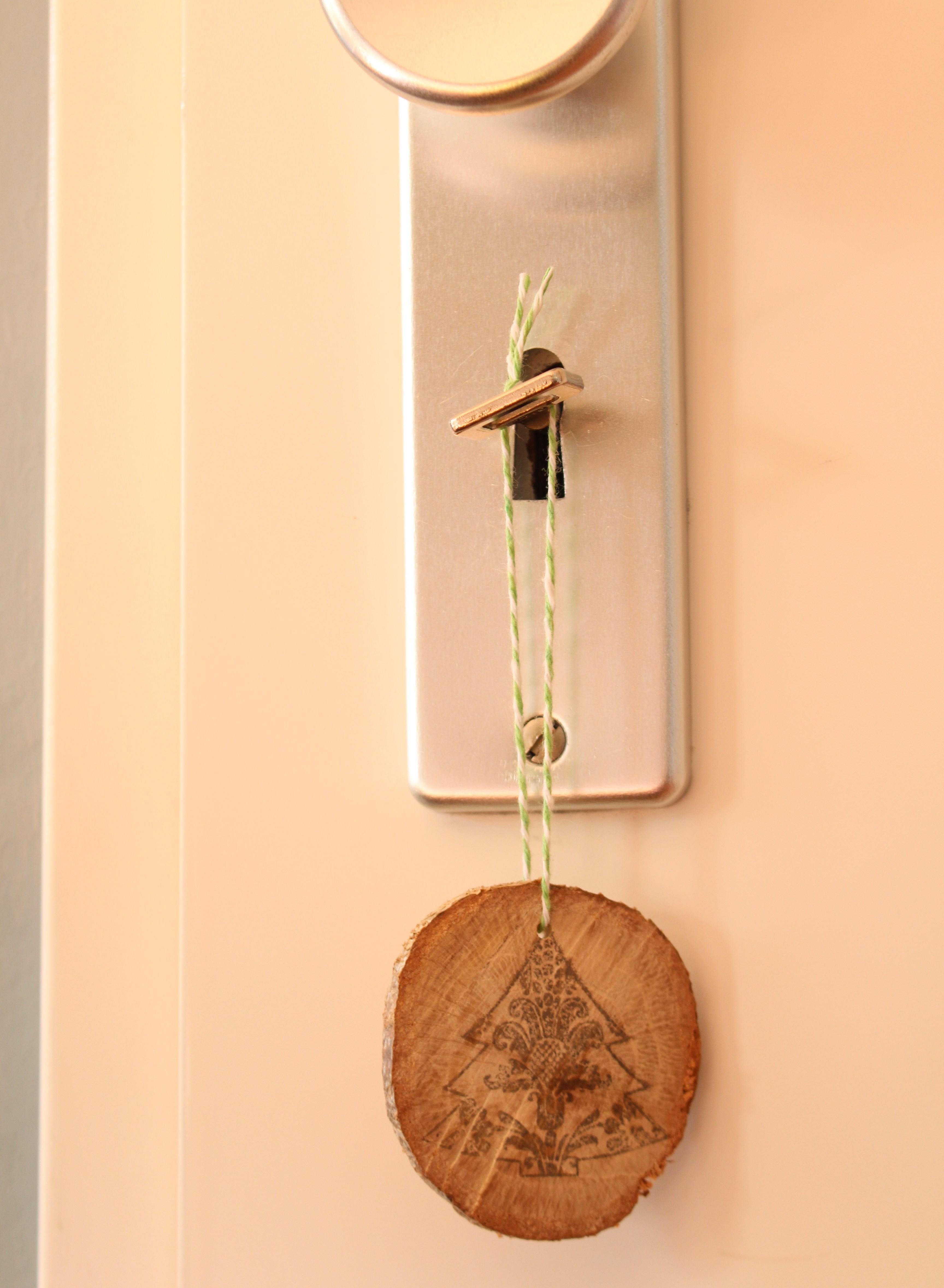 kersthangers van hout Christmaholic deurhanger