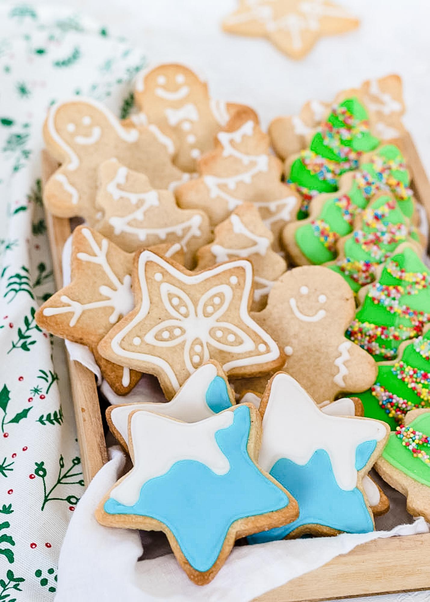kerstkoekjes met glazuur versieren